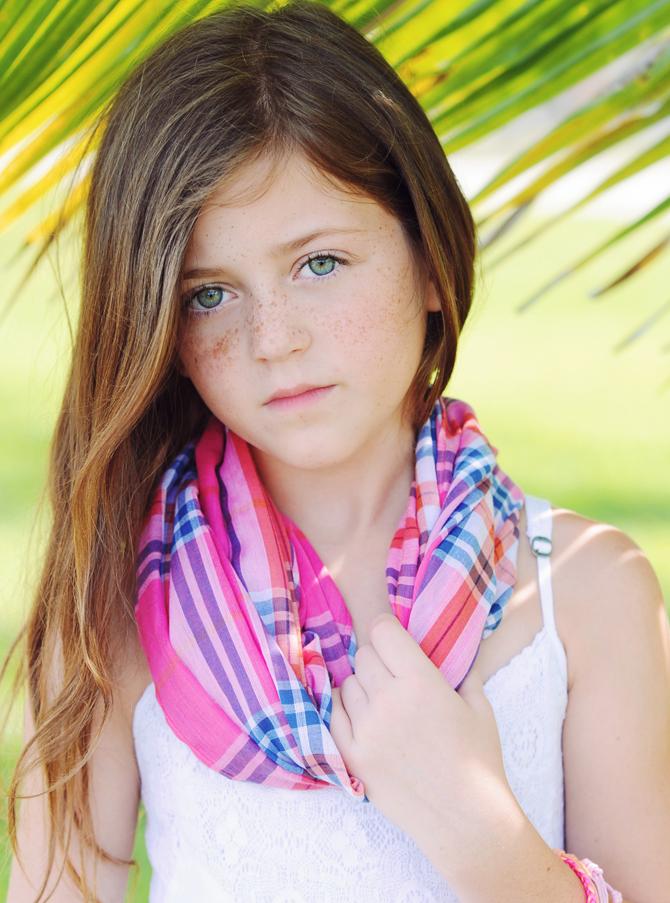Child modeling photogr...
